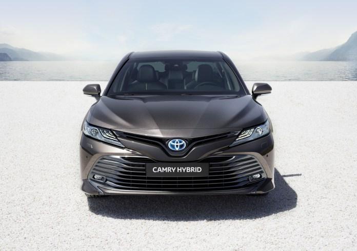 2019_Toyota_Camry_Hybrid_0000