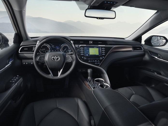 2019_Toyota_Camry_Hybrid_0003