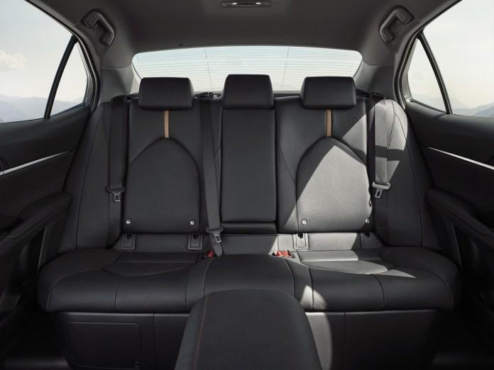 2019_Toyota_Camry_Hybrid_0004